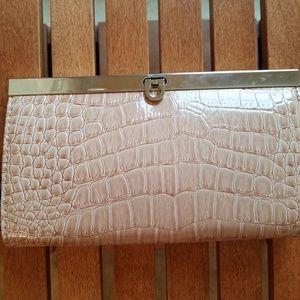 Handbags - !Beautiful Faux Leather Clutch!